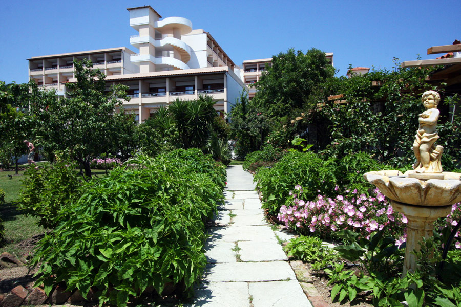 MANIATIS GARDEN IN  ACHLADIES