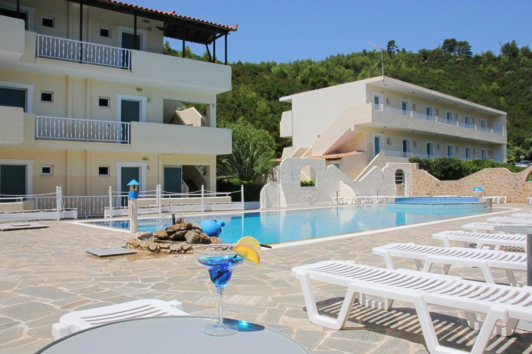 Hotels in troulos skiathos greece for Skiathos hotels