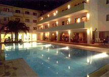 La piscine art hotel hotels in skiathos town skiathos greece for La piscine skiathos